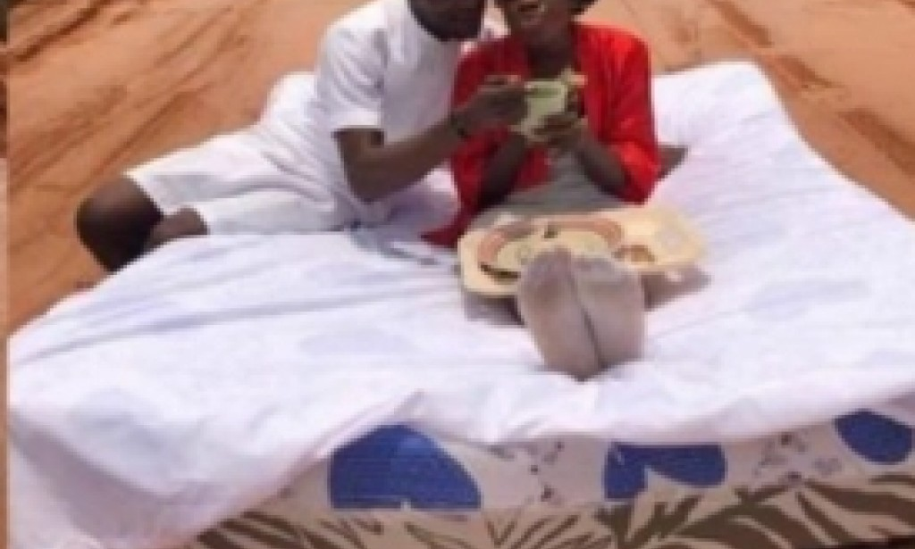 Hilarious: Nigerian couples have their honeymoon on a bad road in Nigeria.